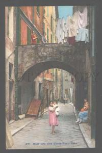 106122 FRANCE Menton Une Vielle Rue RM native girl Vintage PC