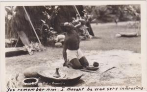 RP; HONOLULU, Hawaii, 30-40s ; David eating Poi