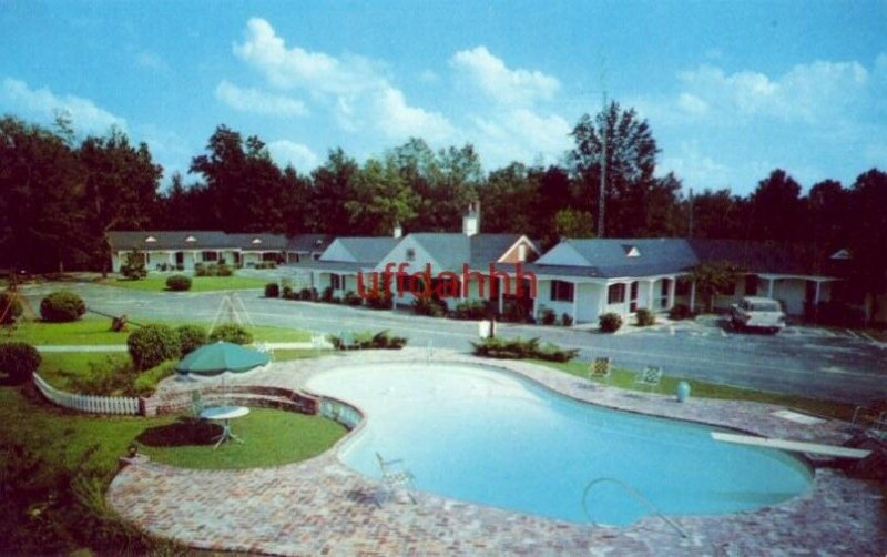 TOWN & COUNTRY MOTEL U.S Highway 301, ALLENDALE, SC. B C Pendarvis, Owner