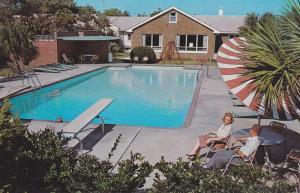 MYRTLE BEACH, South Carolina, 50-60s; Travelers Motor Hotel, Swimming Pool