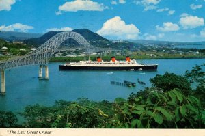 Queen Mary passing under Bridge of the Americas, Central America