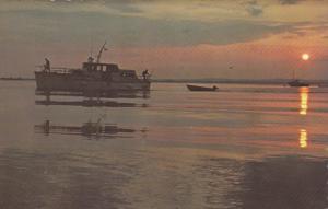 Sun set , SEPT-ILES , Quebec , Canada , 50-60s