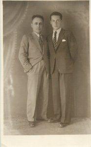 Postcard gentlemen elegant costumes