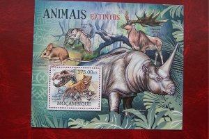 Mozambique 2012 MNH Fauna Extinct Animals