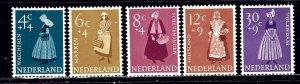 Netherlands B321-25 MH 1958 Regional Dress    (ap2271)