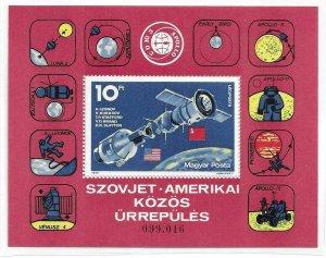 1975    HUNGARY  -  SG.  MS 2972  -  APOLLO - SPACE LINK  -  MNH