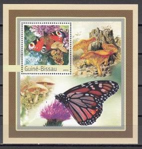 Guinea Bissau, Mi cat. 2096, BL389 A. Butterfly and Mushrooms s/sheet. ^