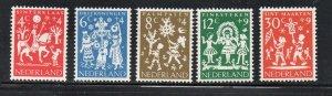 Netherlands Sc B358-62 1961 Child Welfare stamp set mint NH