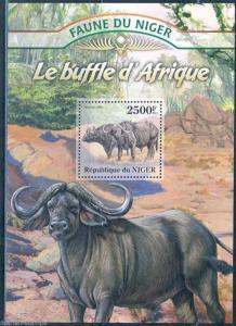 NIGER 2013 FAUNA OF AFRICA   AFRICAN BUFFALO SOUVENIR SHEET MINT NH