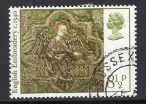 Great Britain  #799  cancelled  1976  Christmas  8 1/2p