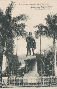 MR8) Mauritius mono postcard of Labourdonnais' Statue. Fine unused condition, Pr