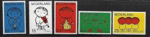 NETHERLANDS B452-B456 MNH CHILDREN PLAYING INSTRUMENTS 1969