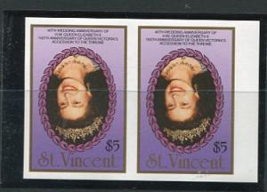 St. Vincent Imperf  Horizontal  Pair Royalty Inverted Center MNH 5748