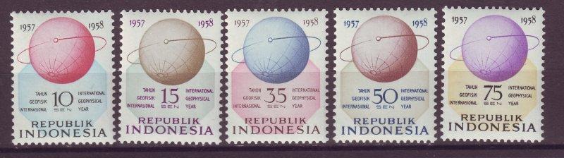 J25015 JLstamps 1958 indonesia set mnh #460-4 globe