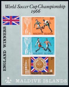 [68987] Maldives 1967 World Cup Soccer England Imperf. Souvenir Sheet MNH