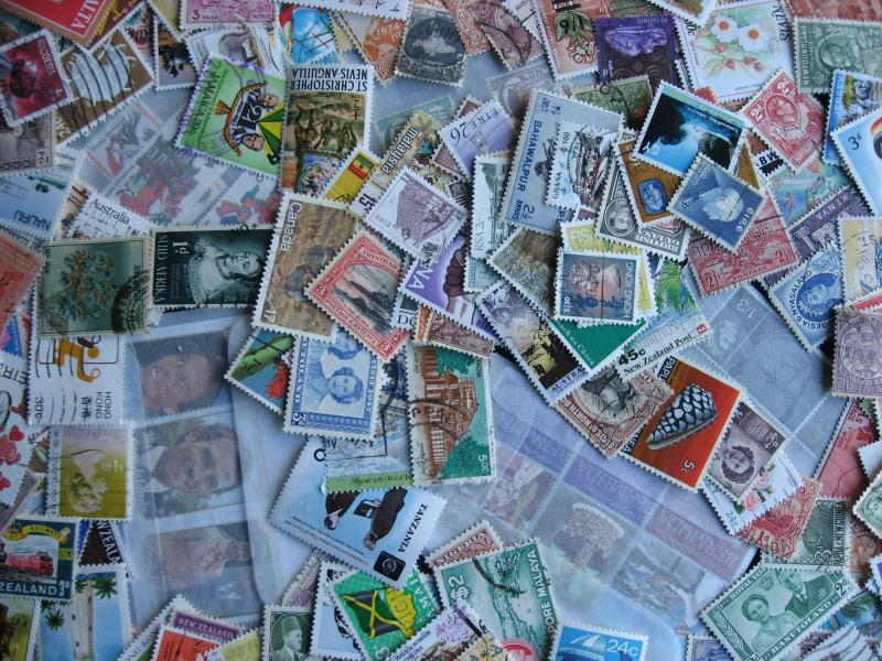 Mixture of over 200 British Commonwealth stamps