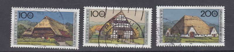 J28646, 1995 germany hv.s of set used #b787-9 farm houses