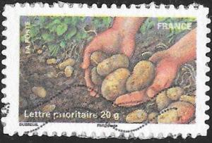France 3968 Used - Celebrating the Earth - Hands Holding Potatoes