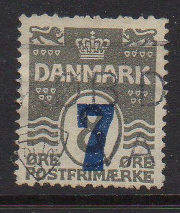 Denmark Sc 181 1926 7 ore ovpt on 8 ore wavy line stamp used