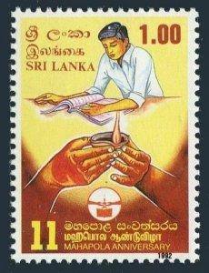 Sri Lanka 1032 two stamps,MNH.Michel . Mahapola Scholarship Fund,1th Ann.1992.