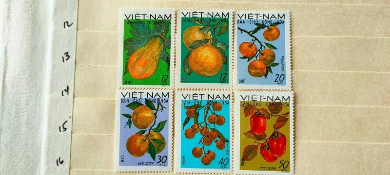 VIETNAM 1969 NATIVE FRUITS IN FINE MINTCONDITION.