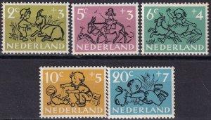 Netherlands #B243-7 MNH CV $8.25 (Z8152)