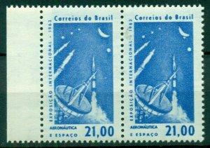 BRAZIL #953 var, pair w/one showing 5th Star under Moon variety, NH, VF
