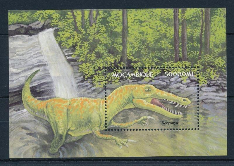 [31545] Mozambique 2002 Pre historic animals Dinosaurs MNH Sheet
