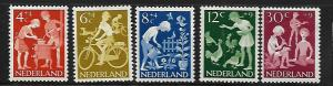 NETHERLANDS B368-B372 MINT HINGED CHILDREN COOKING
