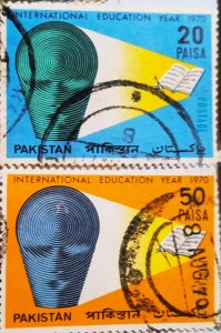 Pakistan:1970:(20% reduced price)Education:Set of 2 Single Stamps: Used