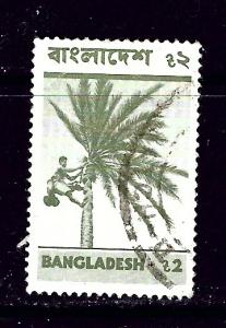 Bangladesh 104 Used 1976 man climbing tree