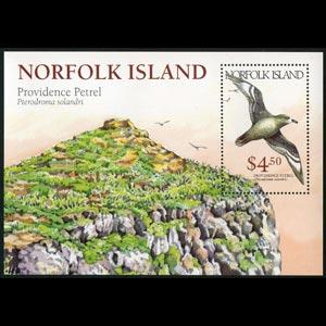 NORFOLK IS. 1999 - Scott# 682 S/S Petrel NH