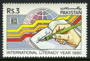 Pakistan 739, MNH. Intl. Literacy Year, 1990