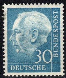 Germany #712 MNH CV $10.00 (P462)