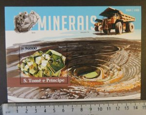 St Thomas 2015 minerals berilo pirita caterpillar 793 s/sheet mnh