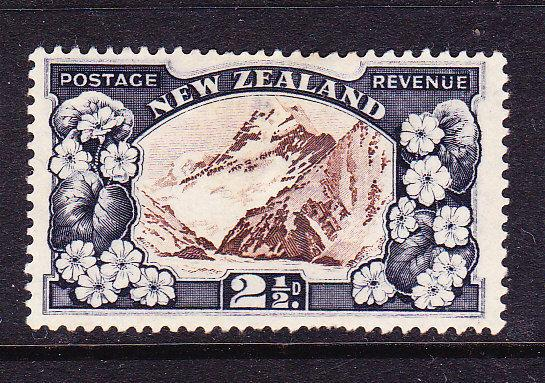 NEW ZEALAND 1935-42  2 1/2d  PICTORIAL  MH  SG 560
