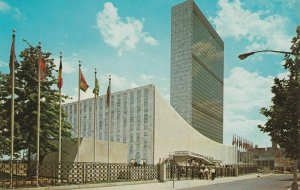 7379 POSTCARD THE UN ONU UNUSED