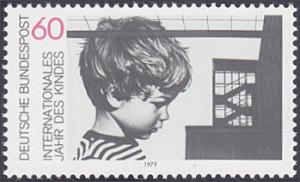 Germany # 1286 hinged ~ 60pf Child and Building