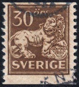 Sweden - Scott 125 - Used - Poor Centering - Pencil Marks on Back