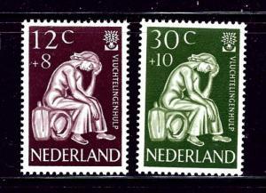 Netherlands B341-42 MH 1960 World Refugee Year