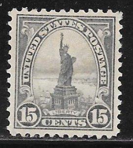 USA 566: 15c Statue of Liberty, MH, F-VF