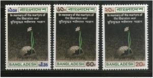 Bangladesh 1973 Martyrs of the war of Liberation Flower Sc 39-41 MNH # 1278