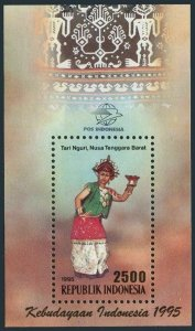 Indonesia 1632 sheet,MNH.Michel Bl.105. Traditional Dance 1995.Costume.