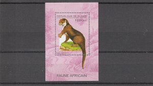 Guinea  Scott#  1285  MNH  S/S  (1995 African Clawless Otter)