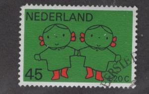 NETHERLANDS B456 USE CHILDREN HOLDING HANDS ISSUE