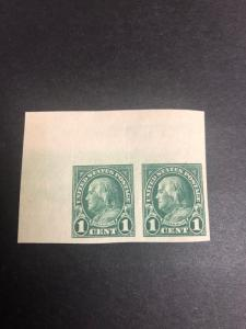 575 Pair Superb Mint Never Hinged