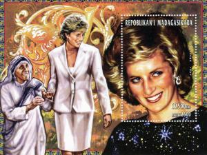 Madagascar 1998 Sc#1355 Diana with Mother Teresa SS (1) Perf.MNH