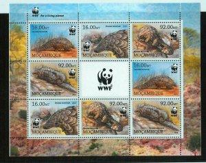 A2238 - MOZAMBIQUE - ERROR: MISPERF, Miniature sheet - 2013 Ground Pangolin, WWF