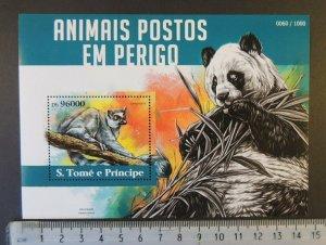 St Thomas 2015 animals in danger bears panda lemur s/sheet mnh