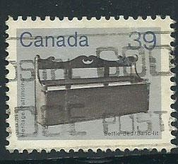 Canada SG 1062 Used  light discolour on reverse